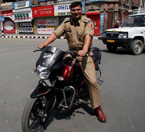 bikers will helps police for catching thief