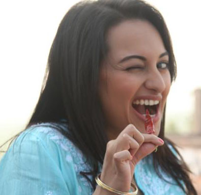sonakshi accepted challenge of ajay and sanjay