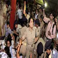 police-on-ramdev-s-strike-06201105