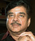 sonakshi sinha father shatrughan sinha out form home after sugery