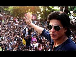 first look of jab tak hai jaan sharukh khan fans are happy